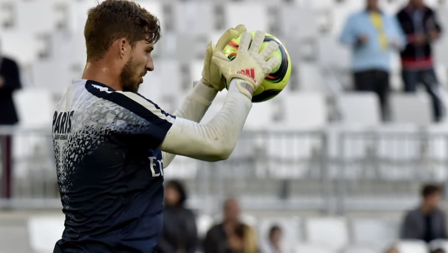 Paris Saint-Germain's German goalkeeper Kevin Trapp practices ahead of the French L1 football  match between Bordeaux and Paris (PSG) on May 11, 2016 at the Matmut Atlantique stadium in Bordeaux, southwestern France. AFP PHOTO / GEORGES GOBET / AFP / GEORGES GOBET        (Photo credit should read GEORGES GOBET/AFP/Getty Images)
