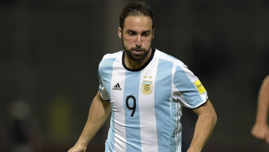 Argentina's Gonzalo Higuain controls the ball during their Russia 2018 FIFA World Cup South American Qualifiers' football match against Bolivia in Cordoba, Argentina, on March 29, 2016.    AFP PHOTO / EITAN ABRAMOVICH / AFP / EITAN ABRAMOVICH        (Photo credit should read EITAN ABRAMOVICH/AFP/Getty Images)