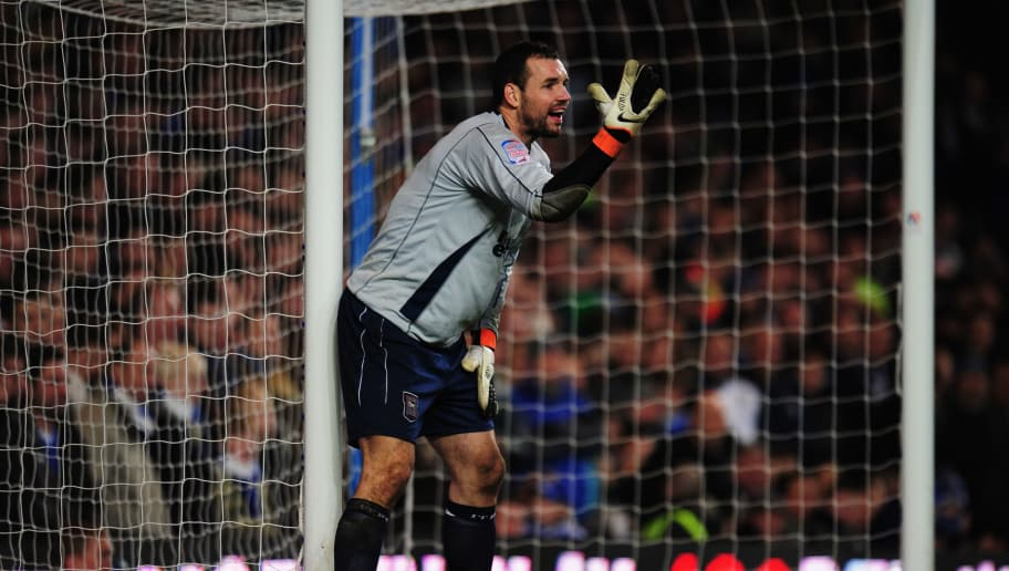 LONDON, ENGLAND - JANUARY 09:  Marton Fulop of Ipswich Town organizes his defence during the FA Cup sponsored by E.ON 3rd round match between Chelsea and Ipswich Town at Stamford Bridge on January 9, 2011 in London, England.  (Photo by Shaun Botterill/Getty Images)