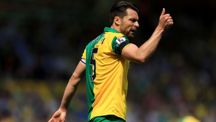 NORWICH, ENGLAND - MAY 07:  Russel Martin of Norwich City thumbs up during the Barclays Premier League match between Norwich City and Manchester United at Carrow Road on May 7, 2016 in Norwich, England.  (Photo by Stephen Pond/Getty Images)