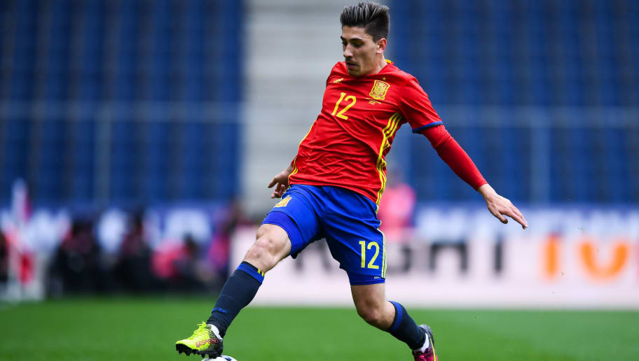 SALZBURG, AUSTRIA - JUNE 01:  Hector Bellerin of Spain runs with the ball during an international friendly match between Spain and Korea at the Red Bull Arena stadium on June 1, 2016 in Salzburg, Austria.  (Photo by David Ramos/Getty Images)