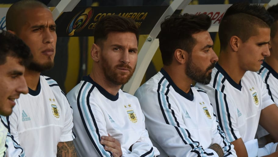 Argentina's Lionel Messi (C) is pictured on the substitute's bench before the start of their Copa America Centenario football tournament match against Chile in Santa Clara, California, United States, on June 6, 2016.  / AFP / Mark Ralston        (Photo credit should read MARK RALSTON/AFP/Getty Images)