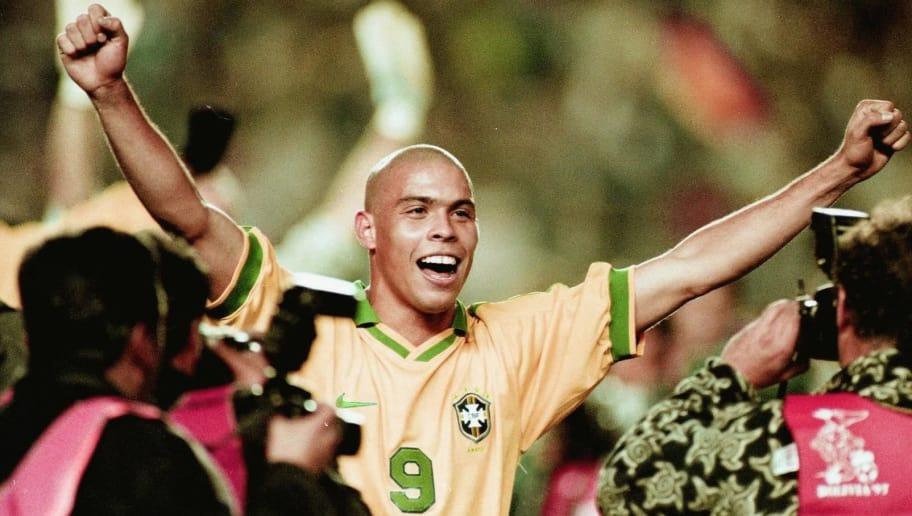 Ronaldo celebra la victoria de Brasil al finalizar el partido el 29 de  junio en el 4a6475627cfe6