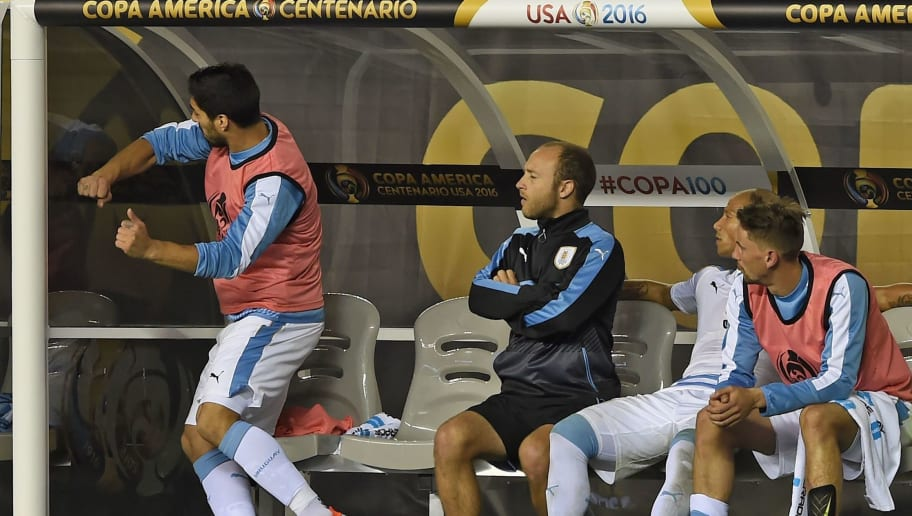 Uruguay's Luis Suarez (L) reacts during the Copa America Centenario football match against Venezuela in Philadelphia, Pennsylvania, United States, on June 9, 2016.  / AFP / Don EMMERT        (Photo credit should read DON EMMERT/AFP/Getty Images)