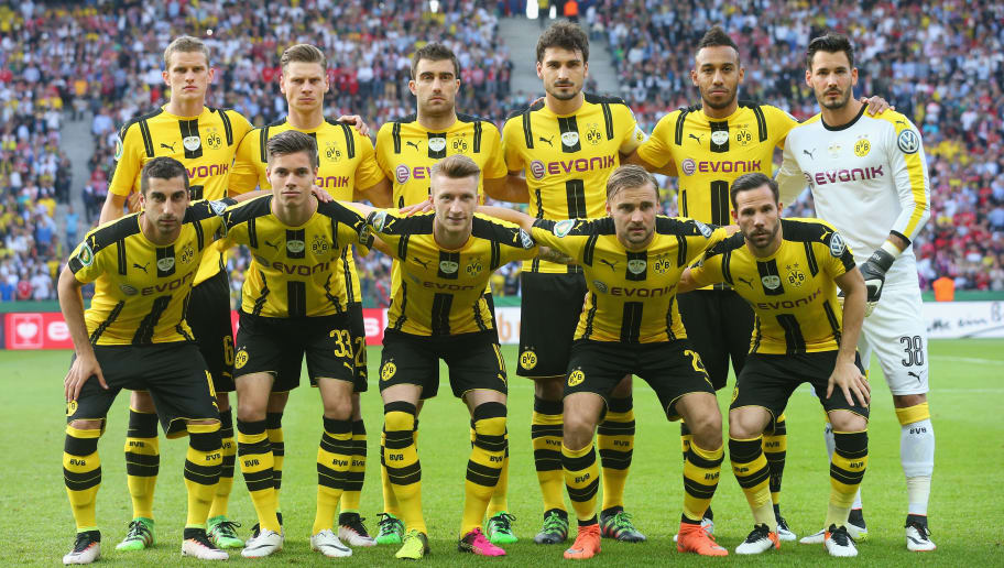 227b796a67c BERLIN, GERMANY - MAY 21: Players of Borussia Dortmund liens-up for the