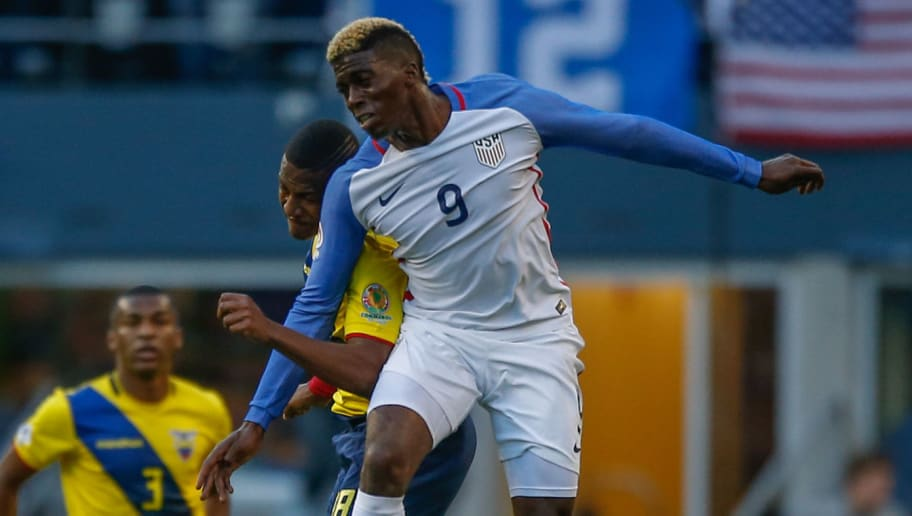 SEATTLE, WA - JUNE 16:  Gyasi Zardes #9 of the United States heads the ball against Carlos Gruezo #18 of Ecuador during the 2016 Quarterfinal - Copa America Centenario match at CenturyLink Field on June 16, 2016 in Seattle, Washington. The United States beat Ecuador 2-1.  (Photo by Otto Greule Jr/Getty Images)