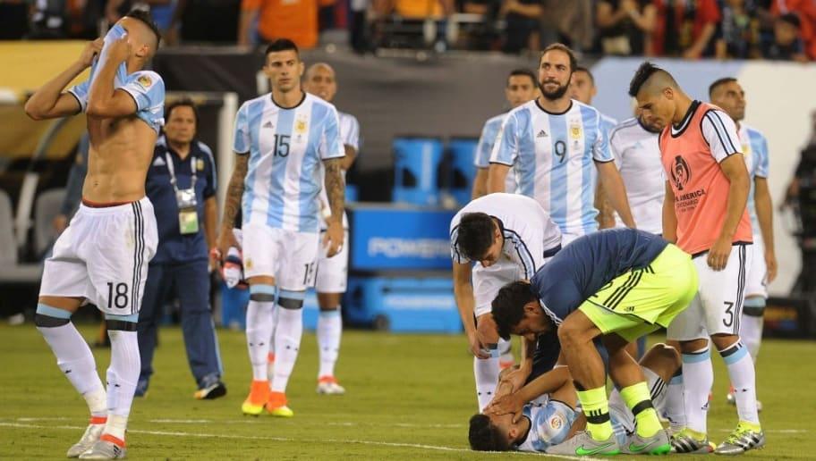 La caída por penales ante Chile en la final de la Copa América Centenario  es la séptima final perdida por la Selección Nacional de forma consecutiva. 6ed53a138a656