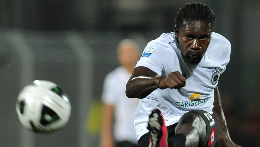 LA SPEZIA, ITALY - AUGUST 24:  Giulio Ebagua of AC Spezia kicks the ball during the Serie B match between AC Spezia and AS Cittadella at Stadio Alberto Picco on August 24, 2013 in La Spezia, Italy.  (Photo by Valerio Pennicino/Getty Images)