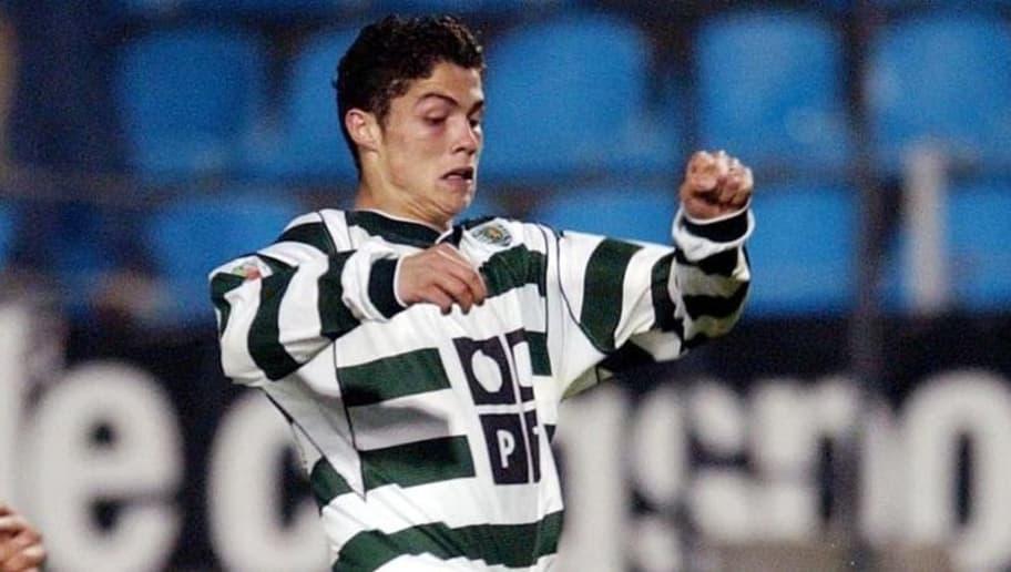PORTO, PORTUGAL: Vitoria de Guimaraes's Ricardo Silva (L) vies with Sporting's Cristiano Ronaldo in a Portuguese league match 08 November 2002 at Antas Stadium in Porto. (Photo credit should read ANTONIO SIMOES/AFP/Getty Images)