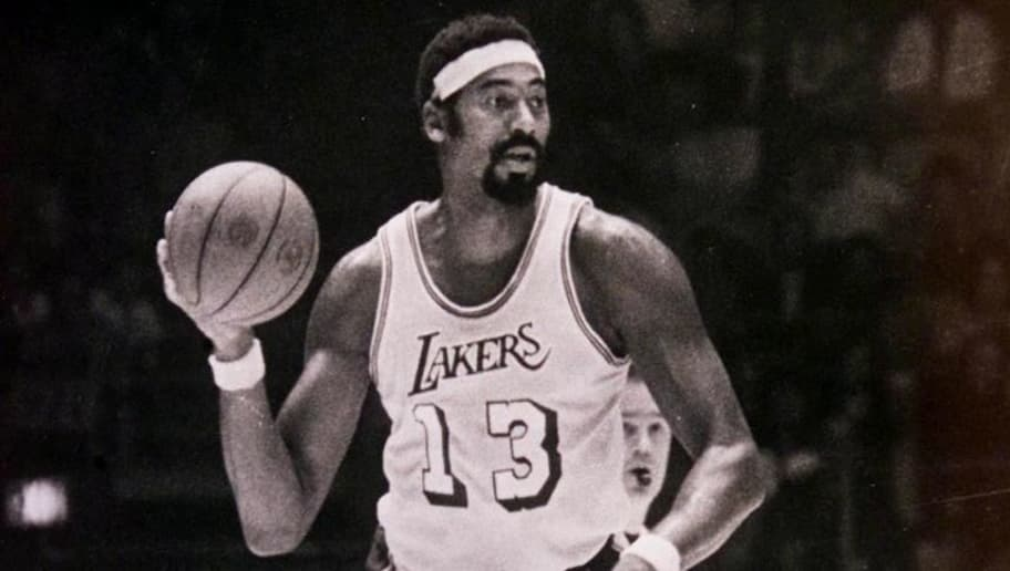 This October 1971 file photo shows basketball legend Wilt Chamberlain in action as a Los Angeles Lakers player. Chamberlain was found dead at his Bel Air home 12 October 1999, apparently of natural causes.  He was 63 and had a history of heart problems.    AFP PHOTO/FILES/Wen ROBERTS (Photo credit should read WEN ROBERTS/AFP/Getty Images)