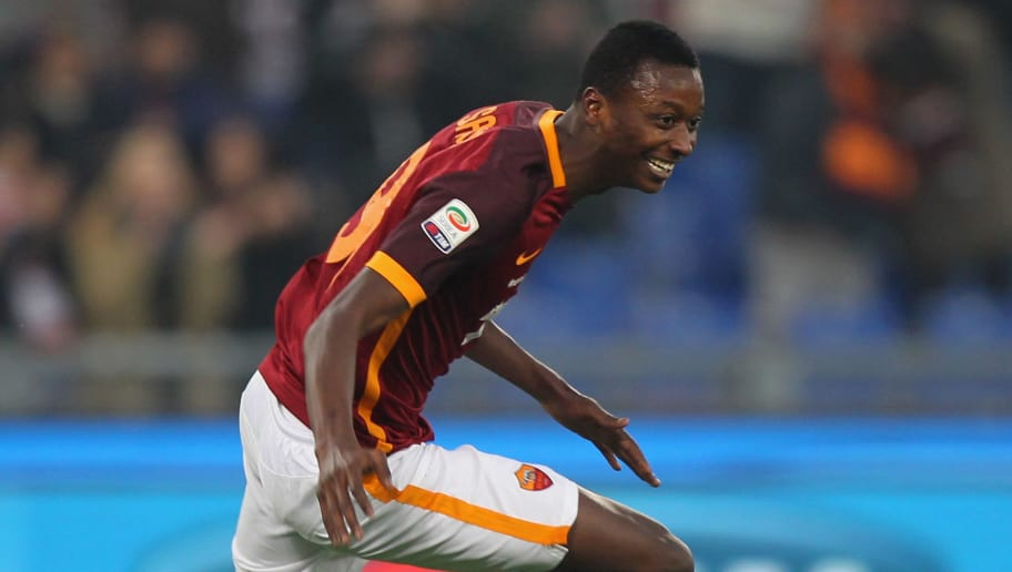 ROME, ITALY - DECEMBER 20:  Umar Sadiq of AS Roma celebrates after scoring the team's second goal during the Serie A match between AS Roma and Genoa CFC at Stadio Olimpico on December 20, 2015 in Rome, Italy.  (Photo by Paolo Bruno/Getty Images)