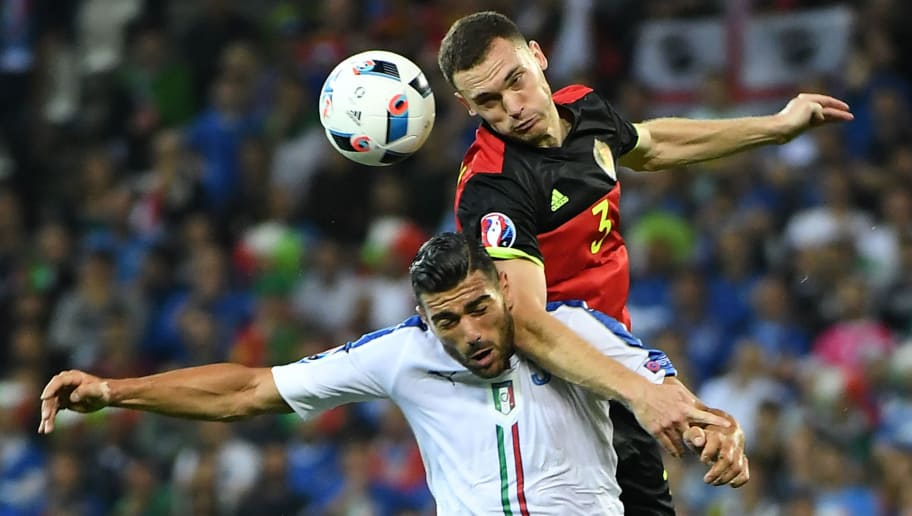 Italy's forward Pelle (L) vis with Belgium's defender Thomas Vermaelen during the Euro 2016 group E football match between Belgium and Italy at the Parc Olympique Lyonnais stadium in Lyon on June 13, 2016. / AFP / EMMANUEL DUNAND        (Photo credit should read EMMANUEL DUNAND/AFP/Getty Images)