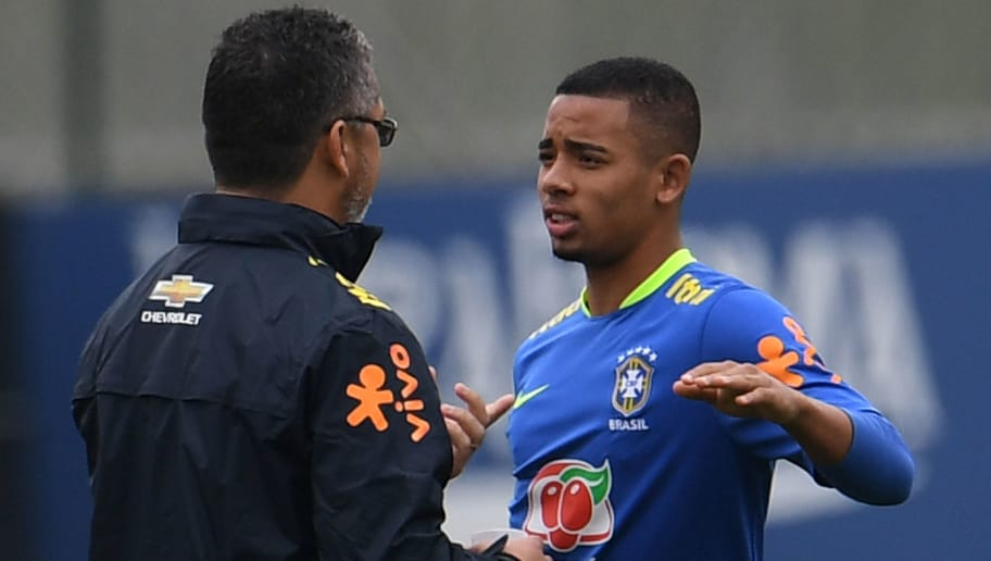 Brazilian Olympic football team player Gabriel Jesus(R) listens to Brazilian coach Rogelio Micale during a training session ahead of the Rio 2016 Olympic Games at the Granja Comary sport complex  in Teresopolis, about 90 km from Rio de Janeiro, Brazil, on July 22, 2016 . / AFP / VANDERLEI ALMEIDA        (Photo credit should read VANDERLEI ALMEIDA/AFP/Getty Images)