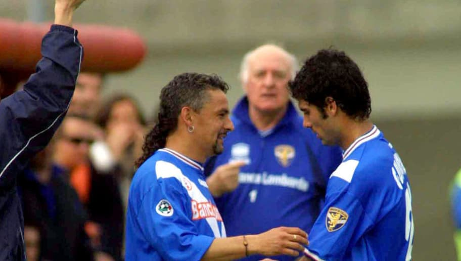 21 Apr 2002: Roberto Baggio of Brescia replaces Josep Guardiola of Brescia for his return from a career threatening injury during the Serie A match between Brescia and Fiorentina, played at the Mario Rigamonti Stadium, Brescia.  DIGITAL IMAGE Mandatory Credit: Grazia Neri/Getty Images
