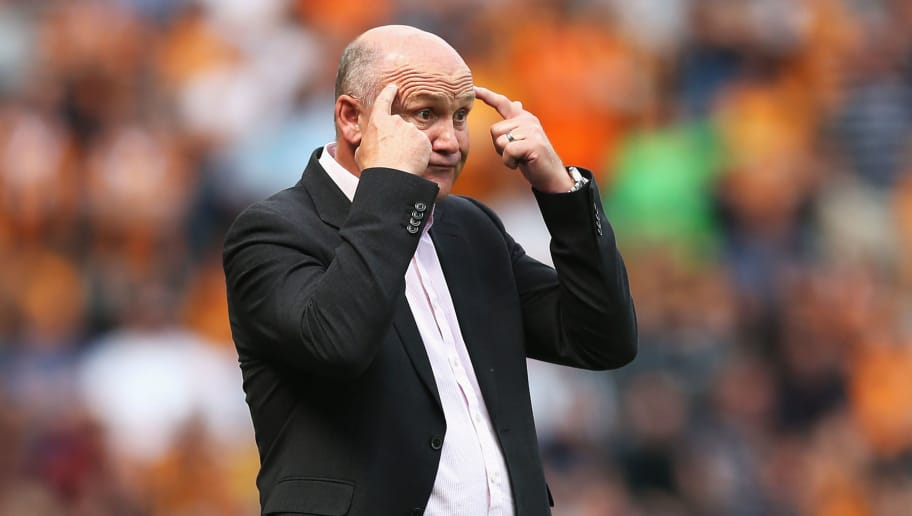 HULL, ENGLAND - AUGUST 13:  Mike Phelan, caretaker Manager of Hull City gives his team instructions from the sideline during the Premier League match between Hull City and Leicester City at KCOM Stadium on August 13, 2016 in Hull, England.  (Photo by Alex Morton/Getty Images)