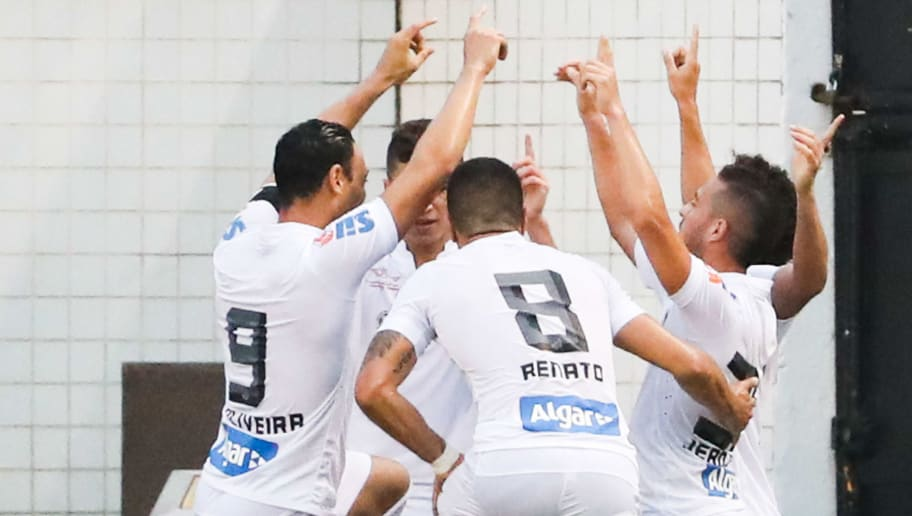 SANTOS, BRAZIL - JULY 31: Players of Santos celebrate their second goal during the match between Santos and Cruzeiro for the Brazilian Series A 2016 at Vila Belmiro stadium on July 31, 2016 in Sao Paulo, Brazil. (Photo by Alexandre Schneider/Getty Images)