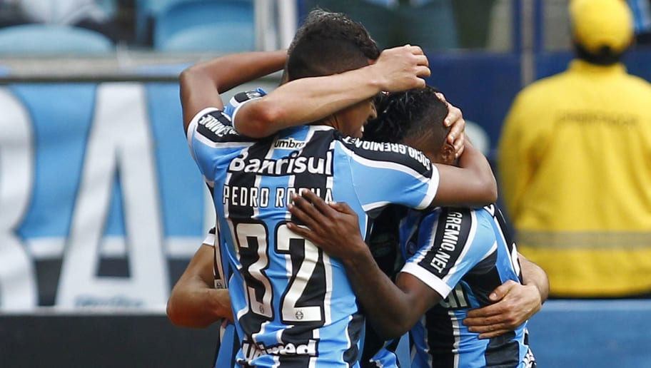 PORTO ALEGRE, BRAZIL - JULY 24: Players of Gremio celebrate their first goal during the match Gremio v Sao Paulo as part of Brasileirao Series A 2016, at Arena do Gremio on July 24, 2016 in Porto Alegre, Brazil. (Photo by Lucas Uebel/Getty Images)