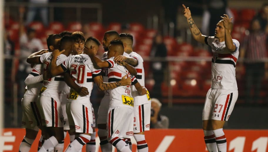 SAO PAULO, BRAZIL - JUNE 29: Players of Sao Paulo celebrate their first goal during the match between Sao Paulo and Fluminense for the Brazilian Series A 2016 at Morumbi stadium on June 29, 2016 in Sao Paulo, Brazil. (Photo by Alexandre Schneider/Getty Images)
