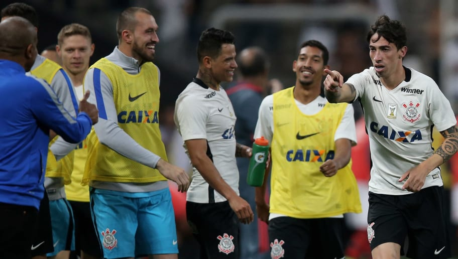 SAO PAULO, BRAZIL - JULY 03:  Rildo (R) of Corinthians celebrates scoring the third goal with head coach Cristovao Borges dos Santos during the match between Corinthians and Flamengo for the Brazilian Series A 2016 at Arena Corinthians on July 3, 2016 in Sao Paulo, Brazil.  (Photo by Friedemann Vogel/Getty Images)