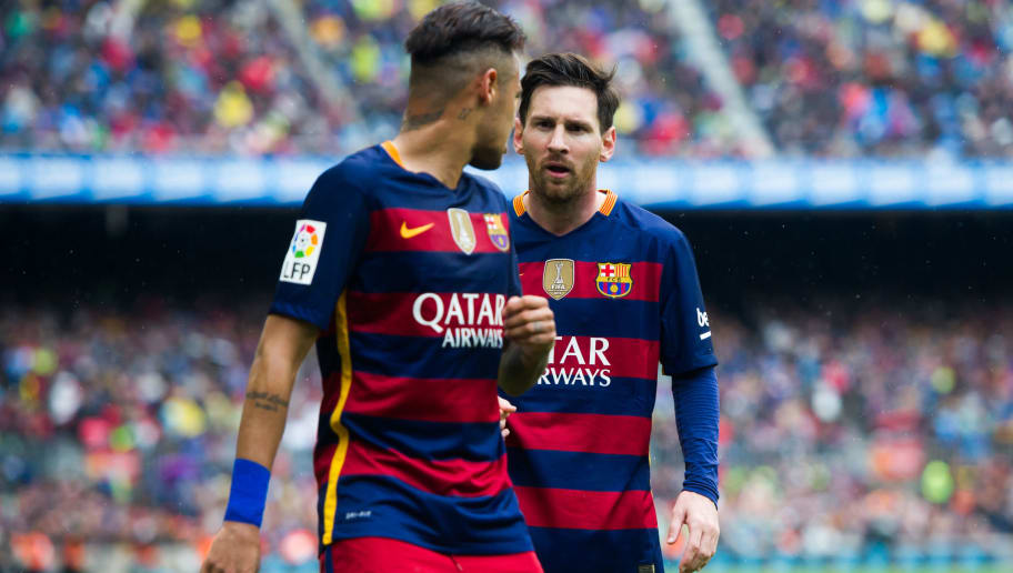 BARCELONA, SPAIN - MAY 08: Lionel Messi of FC Barcelona speaks to his teammate Neymar Santos Jr during the La Liga match between FC Barcelona and RCD Espanyol at Camp Nou on May 8, 2016 in Barcelona, Spain. (Photo by Alex Caparros/Getty Images)