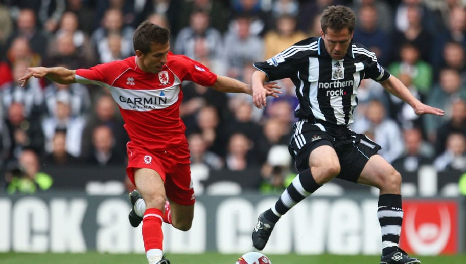 NEWCASTLE, UNITED KINGDOM - MAY 11:  Michael Owen of Newcastle United competes for the ball with Gary O'Neill of Middlesbrough during the Barclays Premier League match between Newcastle United and Middlesbrough at St James' Park on May 11, 2009 in Newcastle, England. (Photo by Laurence Griffiths/Getty Images)