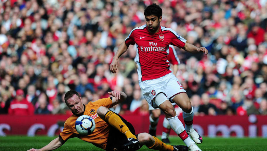 LONDON, ENGLAND - APRIL 03:  Eduardo of Arsenal is challenged by Jody Craddock of Wolverhampton Wanderers during the Barclays Premier League match between Arsenal and Wolverhampton Wanderers at the Emirates Stadium on April 3, 2010 in London, England.  (Photo by Mike Hewitt/Getty Images)