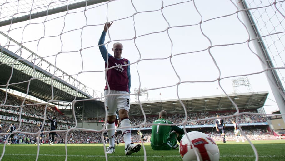 LONDON - AUGUST 30:  Dean Ashton of West Ham United celebrates his team's goal during the Barclays Premier League match between West Ham United and Blackburn Rovers at Upton Park on August 30, 2008 in London, England.  (Photo by Phil Cole/Getty Images)