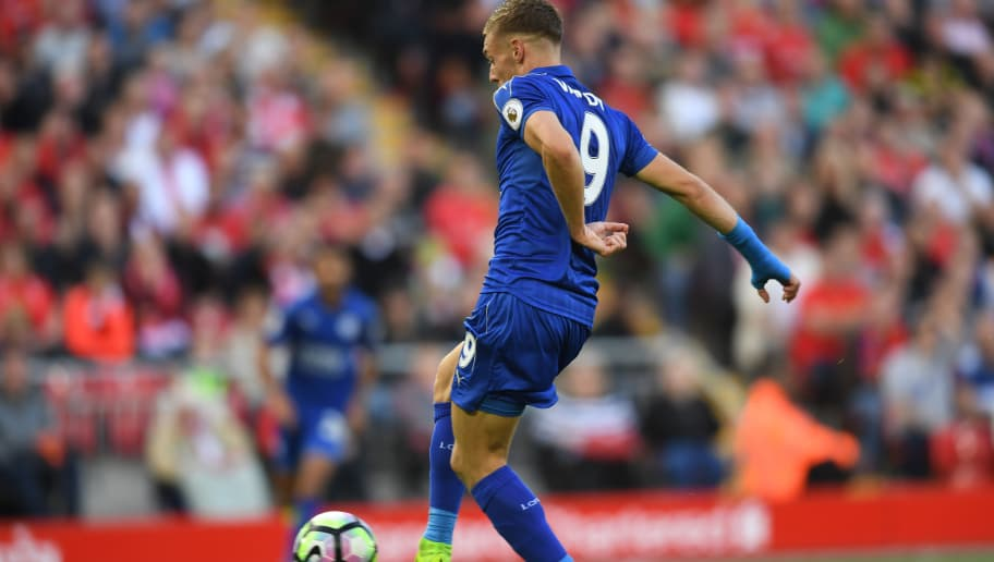 LIVERPOOL, ENGLAND - SEPTEMBER 10: Jamie Vardy of Leicester City scores his sides first goal during the Premier League match between Liverpool and Leicester City at Anfield on September 10, 2016 in Liverpool, England.  (Photo by Michael Regan/Getty Images)