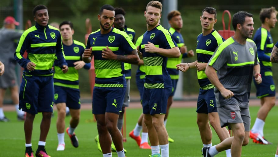 Arsenal's English midfielder Theo Walcott (2L), Arsenal's German defender Shkodran Mustafi (C) and Arsenal's Swiss midfielder Granit Xhaka (2R) take part in a training session at Arsenal's London Colney training ground on September 12, 2016 ahead of their UEFA Champions League group A match against Paris Saint-Germain. / AFP / BEN STANSALL        (Photo credit should read BEN STANSALL/AFP/Getty Images)