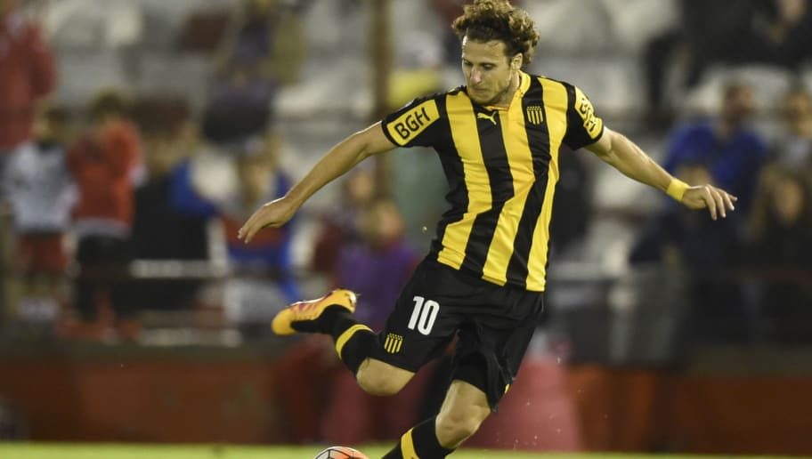 Forward Diego Forlan, of Uruguay's team Penarol, kicks the ball during the Libertadores Cup group 4 football match against Argentina's Huracan at the Tomas Duco stadium in Buenos Aires, on April 12, 2016. / AFP / EITAN ABRAMOVICH        (Photo credit should read EITAN ABRAMOVICH/AFP/Getty Images)