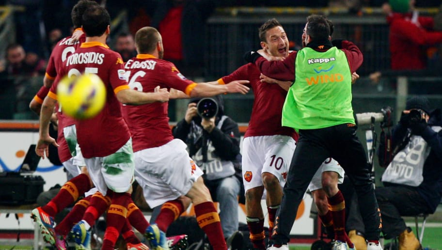 ROME, ITALY - FEBRUARY 16:  Francesco Totti #10 of AS Roma celebrates with team-mates after scoring the opening goal of the Serie A match between AS Roma and Juventus FC at Stadio Olimpico on February 16, 2013 in Rome, Italy.  (Photo by Paolo Bruno/Getty Images)
