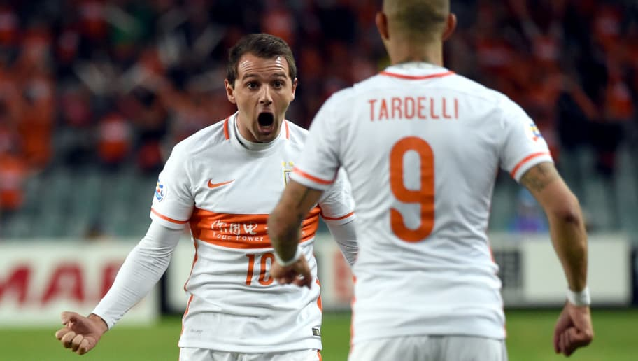 Shandong Luneng player Walter Montillo (L) celebrates with teammate Diego  Tardelli Martens (R 04e2b7837990d
