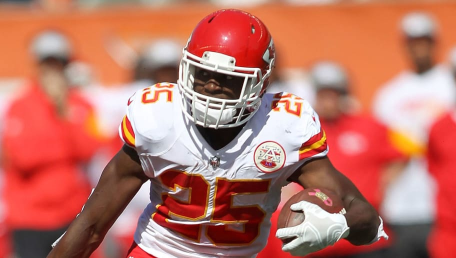 CINCINNATI, OH - OCTOBER 4:  Shawn Williams #36 of the Cincinnati Bengals attempts to tackle Jamaal Charles #25 of the Kansas City Chiefs during the second quarter of the game at Paul Brown Stadium on October 4, 2015 in Cincinnati, Ohio. (Photo by John Grieshop/Getty Images)