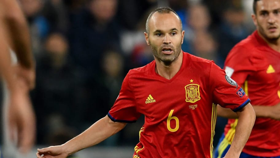 TURIN, ITALY - OCTOBER 06:  Andres Iniesta of Spain in action during the FIFA 2018 World Cup Qualifier between Italy and Spain at Juventus Stadium on October 6, 2016 in Turin, Italy.  (Photo by Claudio Villa/Getty Images)