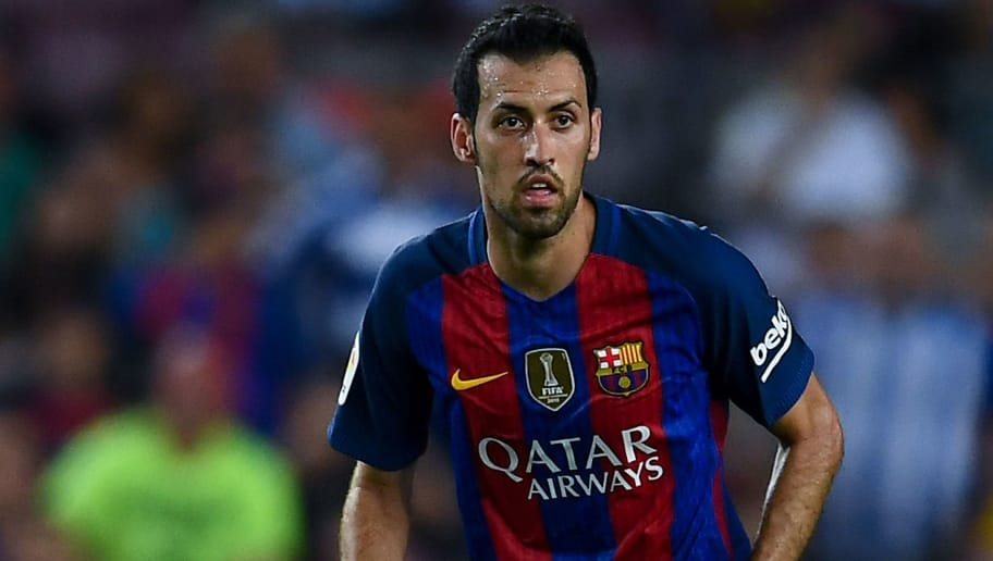 BARCELONA, SPAIN - SEPTEMBER 10:  Sergio Busquets of FC Barcelona runs with the ball during the La Liga match between FC Barcelona and Deportivo Alaves at Camp Nou stadium on September 10, 2016 in Barcelona, Spain.  (Photo by David Ramos/Getty Images)