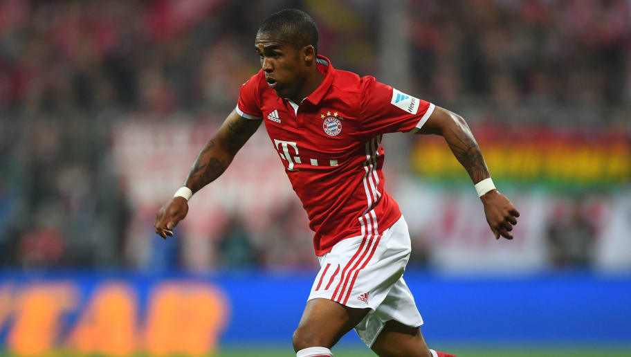 MUNICH, GERMANY - OCTOBER 22:  Douglas Costa of FC Bayern Muenchen in action during the Bundesliga match between FC Bayern Muenchen and Borussia Moenchengladbach at Allianz Arena on October 22, 2016 in Munich, Germany.  (Photo by Lennart Preiss/Bongarts/Getty Images)