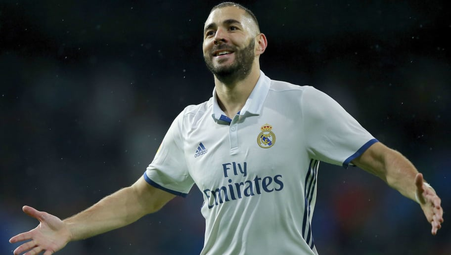 MADRID, SPAIN - OCTOBER 23: Karim Benzema of Real Madrid CF celebrates scoring their opening goal during the La Liga match between Real Madrid CF and Athletic Club de Bilbao at Estadio Santiago Bernabeu on October 23, 2016 in Madrid, Spain. (Photo by Gonzalo Arroyo Moreno/Getty Images)