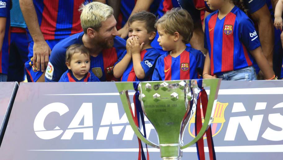 El primer entrenamiento de Thiago Messi con el Barcelona  9d2661971253a