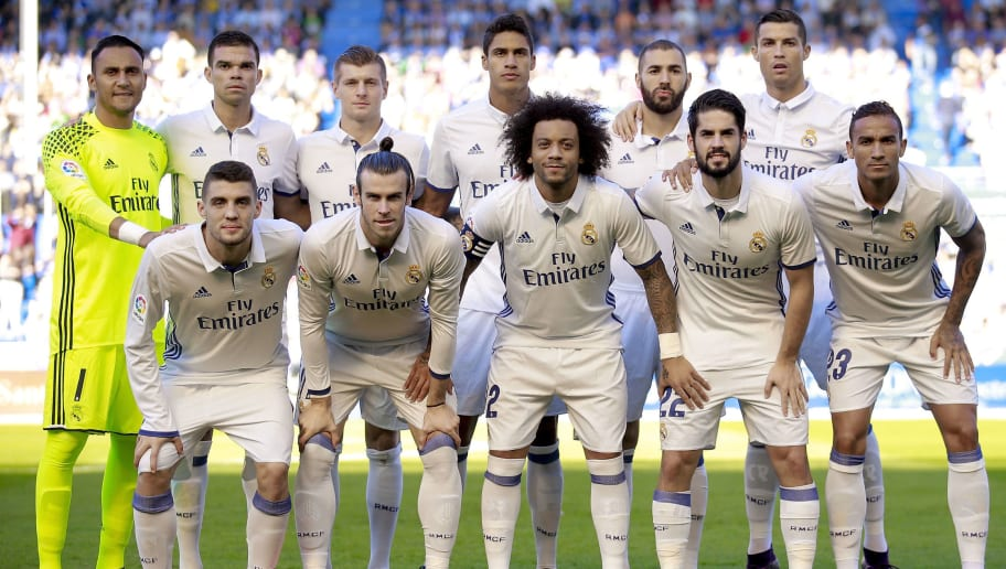 VITORIA-GASTEIZ, SPAIN - OCTOBER 29: Real Madrid line up prior to start the La Liga match between Deportivo Alaves and Real Madrid CF at Estadio de Mendizorroza on October 29, 2016 in Vitoria-Gasteiz, Spain. (Photo by Gonzalo Arroyo Moreno/Getty Images)