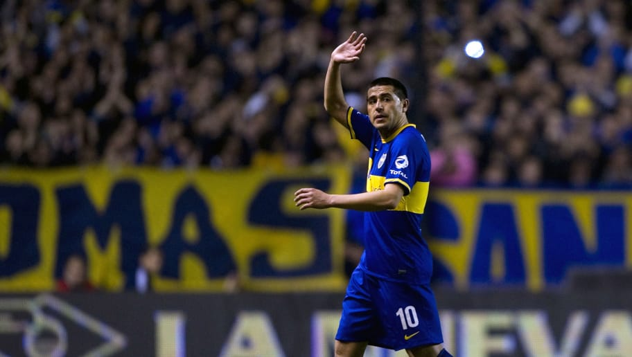 Boca Juniors' midfielder Juan Roman Riquelme waves while leaving the field during their Argentine First Division football match against Quilmes, at the Bombonera stadium in Buenos Aires, Argentina, on September 29, 2013.  AFP PHOTO / Alejandro PAGNI        (Photo credit should read ALEJANDRO PAGNI/AFP/Getty Images)