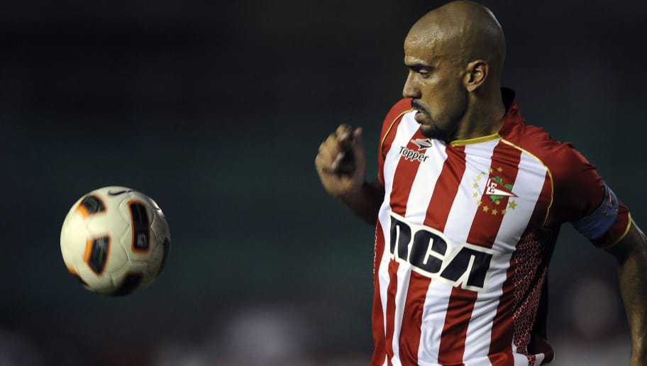This file picture shows Juan Sebastian Veron of Argentina's Estudiantes de la Plata during the Copa Libertadores 2011 football match against Colombia's Deportes Tolima at the Manuel Murillo Toro stadium in Ibague, Colombia, on March 30, 2011. Veron will play the final match of his career on June 16, 2012, with Estudiantes against Olimpo. AFP PHOTO/Eitan Abramovich        (Photo credit should read EITAN ABRAMOVICH/AFP/GettyImages)