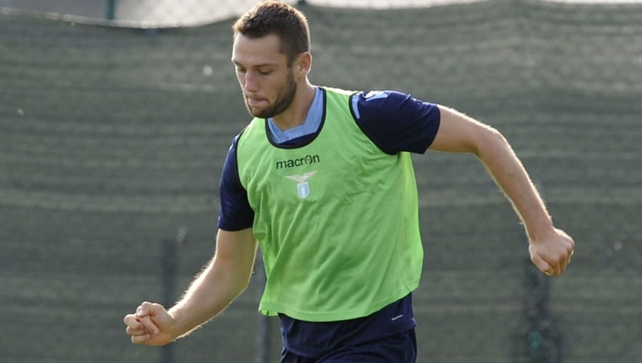 Stefan De Vrij attends an SS Lazio training session on September 23, 2016 in Rome, Italy.  (Photo by Marco Rosi/Getty Images)