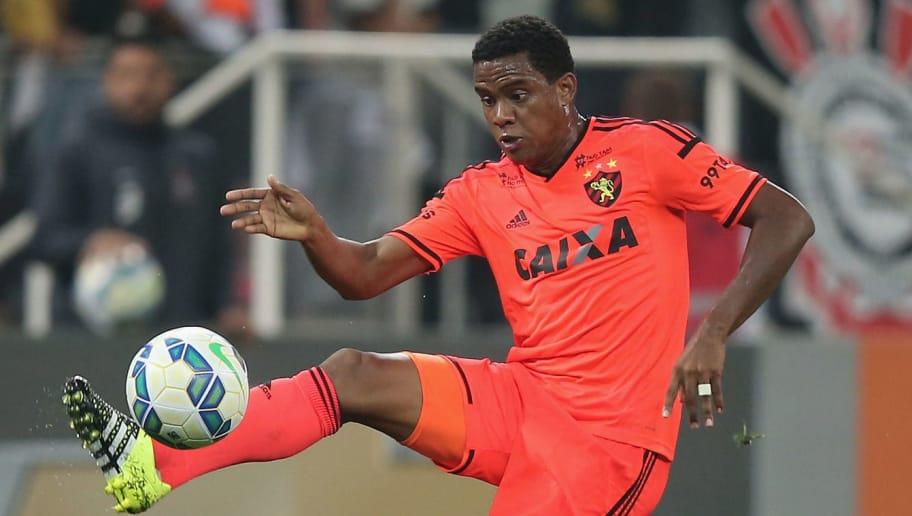 9090016a8c Timão já sabe qual jogador vai oferecer ao Sport para ter Rithely ...
