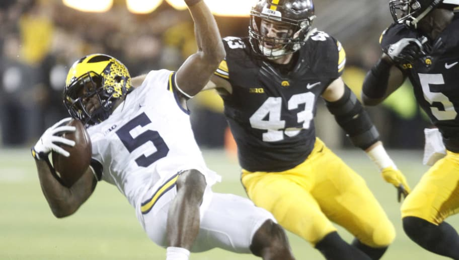 IOWA CITY, IOWA- NOVEMBER 12:  Running back Jabrill Peppers #5 of the Michigan Wolverines is brought down during the fourth quarter by linebacker Josey Jewell #43 of the Iowa Hawkeyes on November 12, 2016 at Kinnick Stadium in Iowa City, Iowa.  (Photo by Matthew Holst/Getty Images)