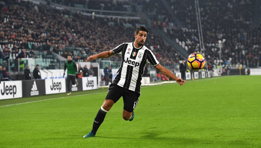 TURIN, ITALY - NOVEMBER 19:  Sami Khedira of Juventus FC in action during the Serie A match between Juventus FC and Pescara Calcio at Juventus Stadium on November 19, 2016 in Turin, Italy.  (Photo by Valerio Pennicino/Getty Images)