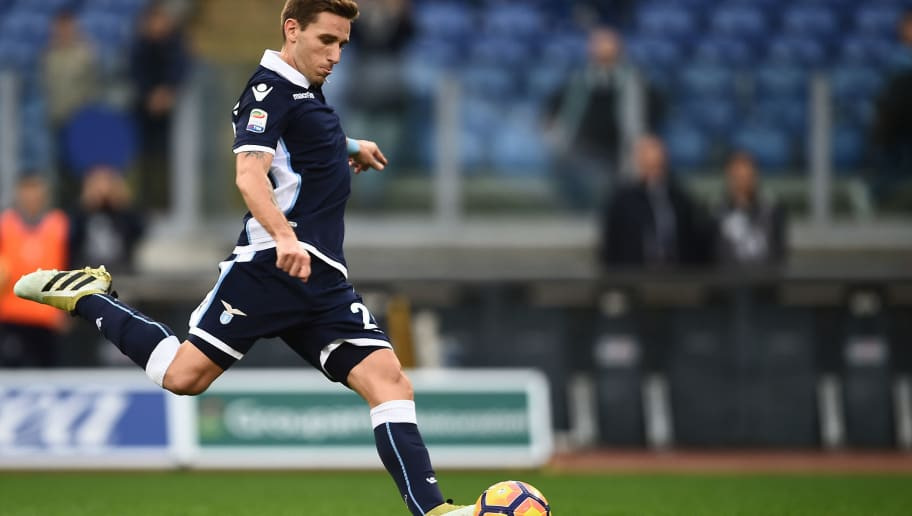 Lazio's midfielder from Argentina Lucas Biglia scores a penalty kick during the Italian Serie A football match Lazio vs Genoa at the Olympic Stadium in Rome on November 20, 2016.  / AFP / FILIPPO MONTEFORTE        (Photo credit should read FILIPPO MONTEFORTE/AFP/Getty Images)