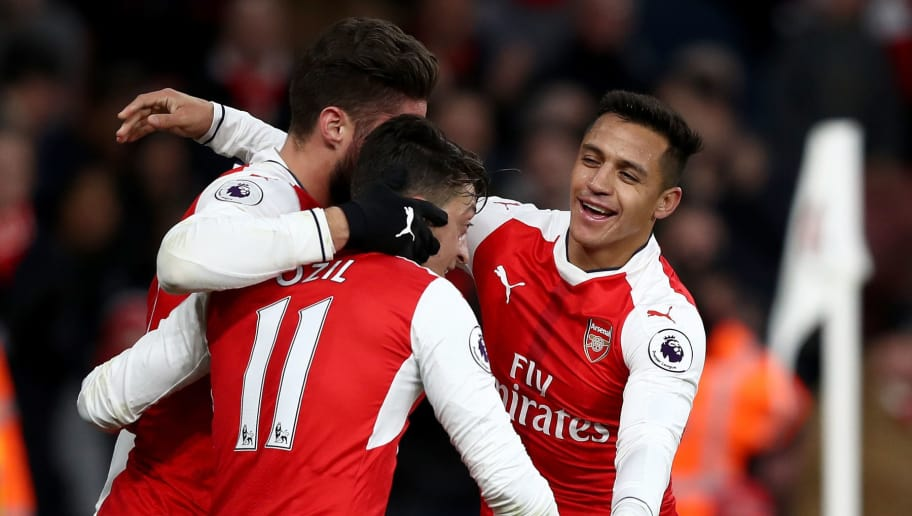 LONDON, ENGLAND - NOVEMBER 27: Alexis Sanchez of Arsenal (R) celebrates scoring his sides third goal with his Arsenal team mates during the Premier League match between Arsenal and AFC Bournemouth at Emirates Stadium on November 27, 2016 in London, England.  (Photo by Clive Rose/Getty Images)