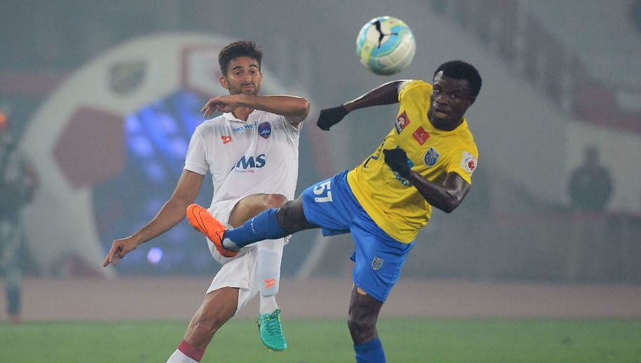 Delhi Dynamos FC midfielder Marcos Ramiro Tebar (L) vies for the ball with Kerala Blaster FC player midfielder Didier Boris Kadio (R) during the Indian Super League (ISL) football match between Delhi Dynamos FC and Kerala Blasters FC at the Jawaharlal Nehru Stadium in New Delhi on November 4, 2016. RESTRICTED TO EDITORIAL USE IMAGE STRICTLY FOR EDITORIAL USE - STRICTLY NO COMMERCIAL USE / AFP / SAJJAD HUSSAIN        (Photo credit should read SAJJAD HUSSAIN/AFP/Getty Images)