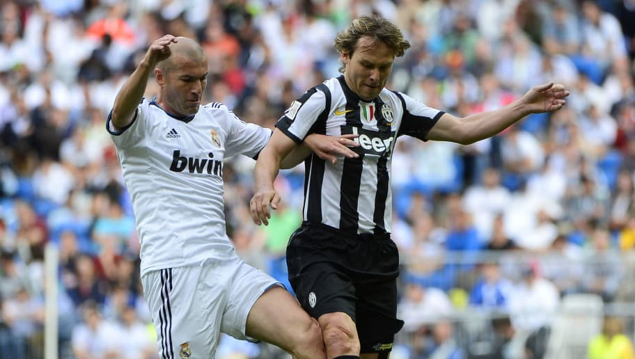 Real Madrid's Zinedine Zidane (R) vies with Juventus veteran's Pavel Nedved during the Corazon Classic Match 2013 - Veracruz charity football match Real Madrid Legends vs Juventus Turin Veterans at the Santiago Bernabeu stadium in Madrid on June 9, 2013. AFP PHOTO/ PIERRE-PHILIPPE MARCOU (Photo credit should read PIERRE-PHILIPPE MARCOU/AFP/Getty Images)