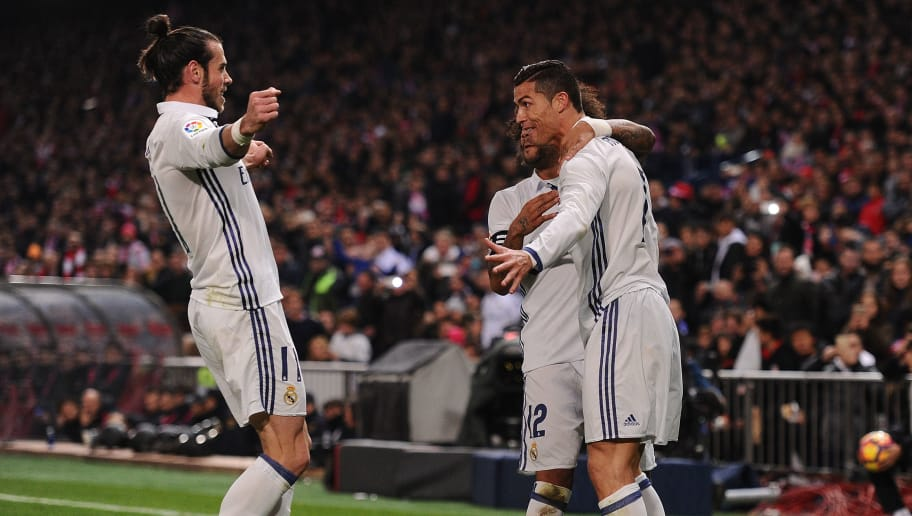 MADRID, SPAIN - NOVEMBER 19:  Cristiano Ronaldo of Real Madrid celebrates with Gareth Bale after scoring Real's first goal during the La Liga match between Club Atletico de Madrid and Real Madrid CF at Vicente Calderon Stadium on November 19, 2016 in Madrid, Spain.  (Photo by Denis Doyle/Getty Images)